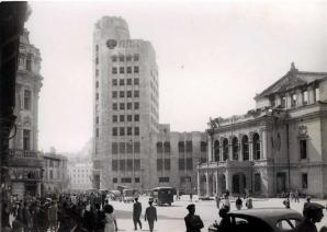 Imagine de arhiva: Calea Victoriei, Palatul Telefoanelor si Teatrul National, dupa bombardamentele din august 1944