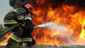 Incendiu violent la o fabrică de mase plastice din Ialomiţa
