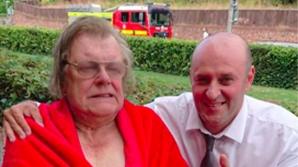 Un bărbat din Iaşi, erou în Anglia. A salvat un bătrân dintr-o casă în flăcări
