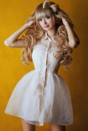 """COŞMAR pentru rusoaica """"Barbie"""": ţinută cu forţa în casă de părinţi pentru că e prea frumoasă / Foto: Facebook"""