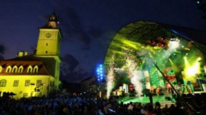 Cine va prezenta Gala Festivalului Cerbul de Aur. Este frumos şi celebru