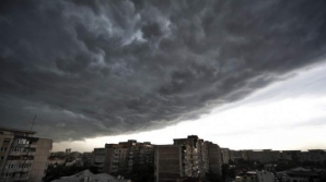 Se întorc furtunile! COD GALBEN şi COD PORTOCALIU de ploi în mai multe judeţe