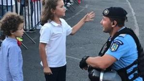 Mama copiilor folosiți de jandarmi pentru PR pozitiv: mi-au folosit copiii abuziv!