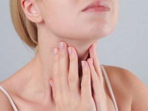 11 semne că ai probleme cu tiroida. Simptomele care trebuie să te trimită urgent la medic