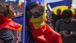 """Miting Diaspora. Protest cu """"furci şi coase"""", în faţa Guvernului / Foto: Inquam Photos / Octav Ganea"""