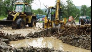 A fost potop în Suceava. Drum naţional blocat din cauza inundaţiilor