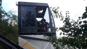 Intervenţie spectaculoasă. 19 oameni, dintre care 8 copii, blocați în telecabină, la Deva