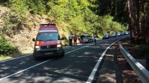 Turistă din Lituania, rănită grav de o maşină pe Transfăgărăşan. Şoferul nu a oprit