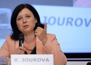 Comisarul european pentru Justiţie cere Guvernului să regândească reforma sistemului judiciar