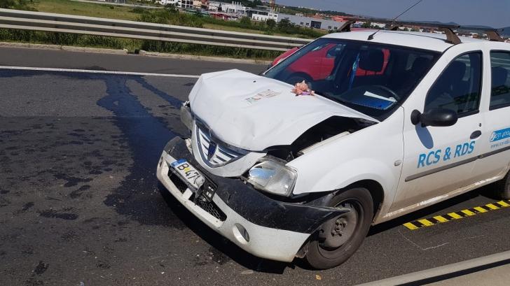 Accident grav pe A1. Circulaţia se desfăşoară doar pe banda de urgenţă