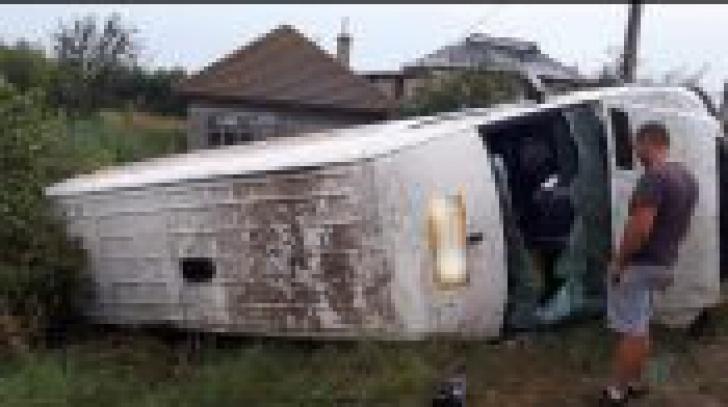 Accident de microbuz în Olt, o persoană a murit, cinci au fost rănite (VIDEO)