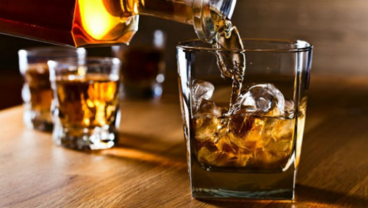 Persoanele care consumă alcool, mai puţin afectate de... demenţă, decât cei care nu consumă DELOC