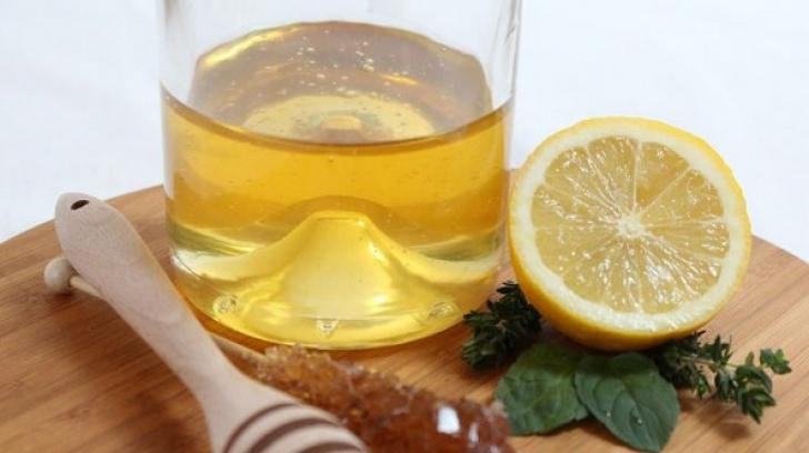Ce se întamplă în organismul tău dacă consumi apă caldă cu miere şi lămâie
