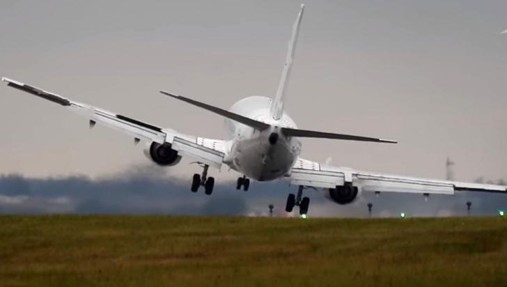 Alertă. Un avion de pasageri a aterizat de urgenţă