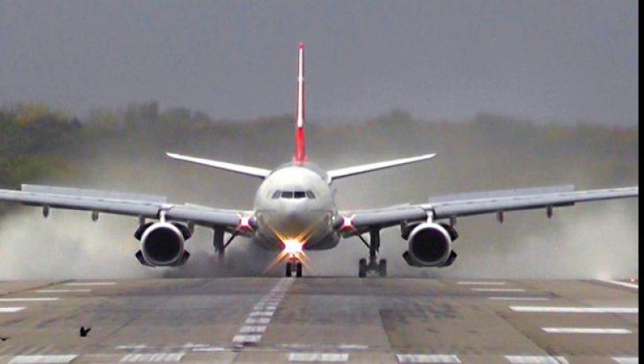 ALERTĂ cu bombă. Un avion de pasageri a aterizat de urgenţă