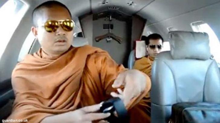 Călugărul budist cu avion privat