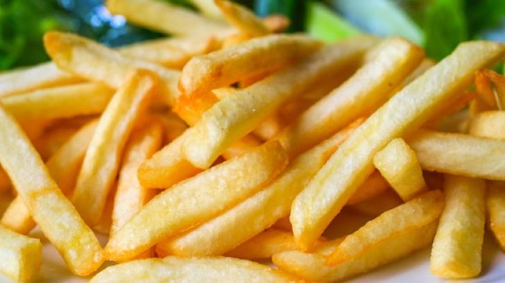 Trucul pe care nu îl știai. Ce să adaugi în cartofii prăjiți pentru un gust absolut fabulos