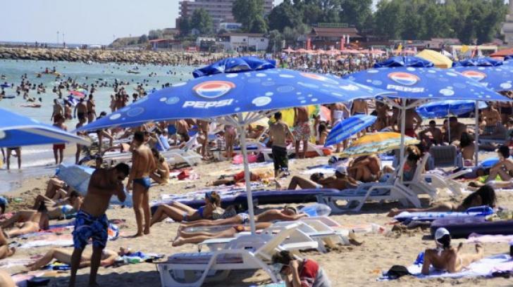 Poliţia a făcut spectacol pe plajă la Costineşti
