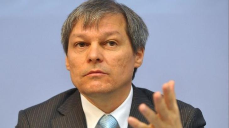 Cioloș îi cere demisia lui Dăncilă după incidentele din 10 august