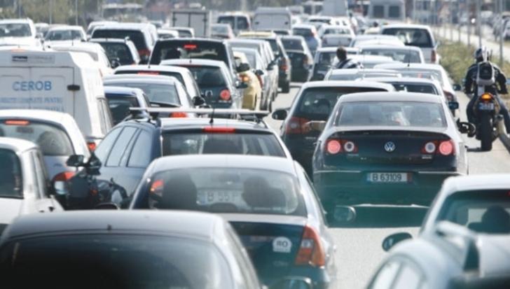 Aglomeraţie pe DN1:Poliţia recomandă evitarea zonei Predeal-Buşteni, coloane de maşini bară la bară