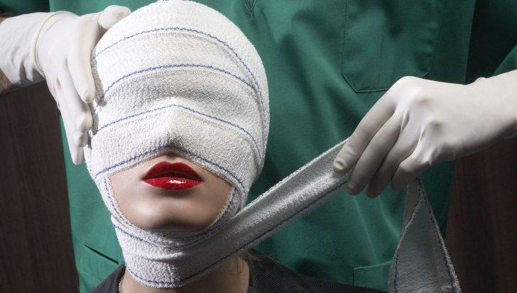 """Un chirurg plastician si-a operat sotia 20 de ani. O voia """"perfecta."""" Cum arata acum. Dumnezeule!"""