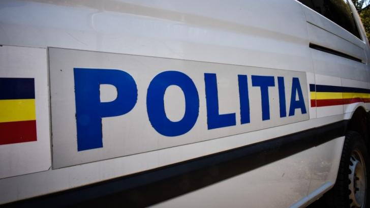 Accident în Capitală: Un microbuz de călători a intrat într-un stâlp