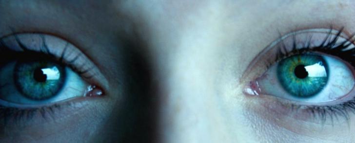 Ce se întâmplă în creierul tău dacă te uiți în ochii cuiva timp de 10 minute. E absolut ŞOCANT