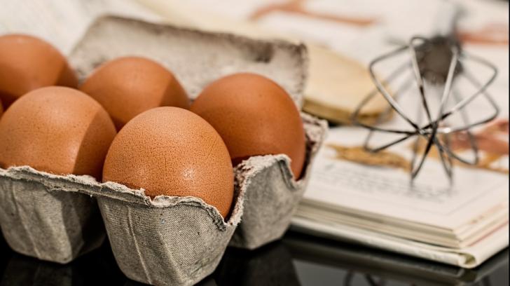 """Ce se întâmplă dacă așezi un ou """"în picioare"""" pe masă la echinocțiul de toamnă"""