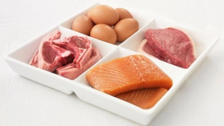 Legătura dintre cancer şi consumul de proteine. Un doctor face o dezvăluire incredibilă