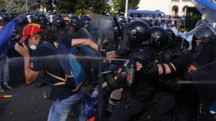 Ministrul Apărării: Trebuie constituită de îndată o comisie parlamentară de anchetă a protestelor