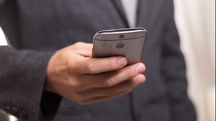 Studiu surprinzător: Ce sunt dispuși oamenii să facă pentru a avea mereu la ei telefonul mobil