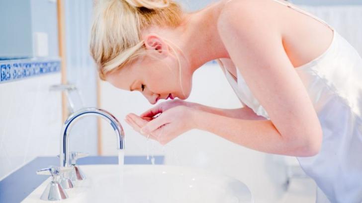 De ce să nu îţi speli faţa atunci când faci duş. Răspunsul te va şoca