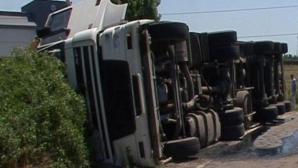 Impact nimicitor cu un TIR, pe DN 1, în judeţul Bihor: un mort. Autotrenul s-a răsturnat / Foto: Arhivă
