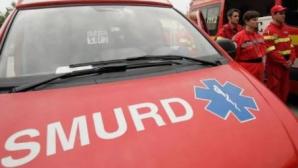 Arad: Şase persoane au ajuns la spital, după ce au intrat cu maşina într-un pom