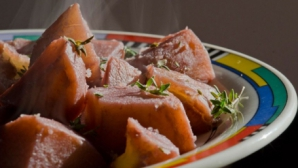 cartofi in vin rosu