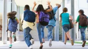 """Guvernul a majorat bursele sociale """"Bani de liceu"""". Ce sumă vor primi elevii lunar"""
