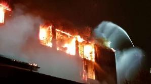 Anchete de proporţii după incendiul care a distrus un bloc din sectorul 5 al Capitalei
