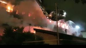 Incendiu puternic, în această dimineaţă, la un bloc din Capitală