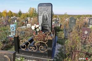 Un iPhone uriaș, piatră de mormânt