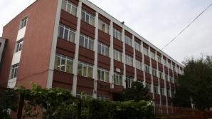 Incident GRAV la o şcoală: un elev a căzut pe fereastră