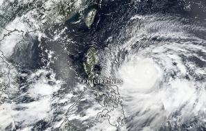 Taifunul Mangkhut: 14 oameni, ucişi de furtuna care a lovit Filipine