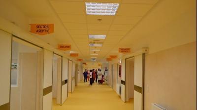 Un copil de un an a ajuns în stare gravă la spital după a fost lăsat nesupravegheat