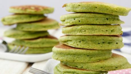 Reţetă inedită de mic dejun: clătite cu spanac. Cum să le prepari rapid şi uşor