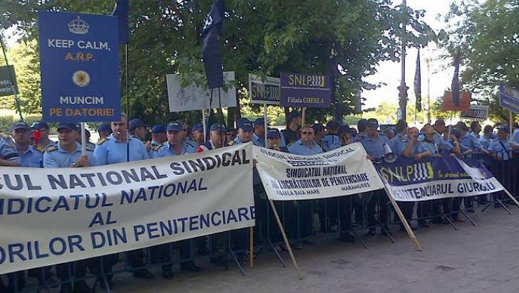 Angajaţii din penitenciare protestează pentru condiţii mai bune de muncă