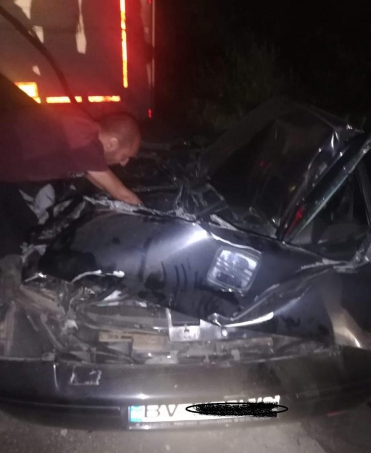 BRAŞOV | Un TIR plin cu oi s-a răsturnat peste un autoturism. TRAGEDIE