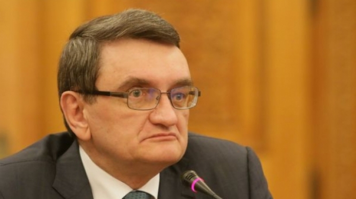 Avocatul Poporului anunţă că va analiza cererea preşedintelui de a sesiza CCR pentru rectificare