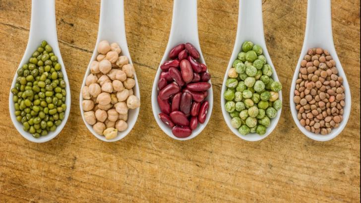 Cum să slăbeşti mâncând... carbohididraţi. Ce spun specialiştii
