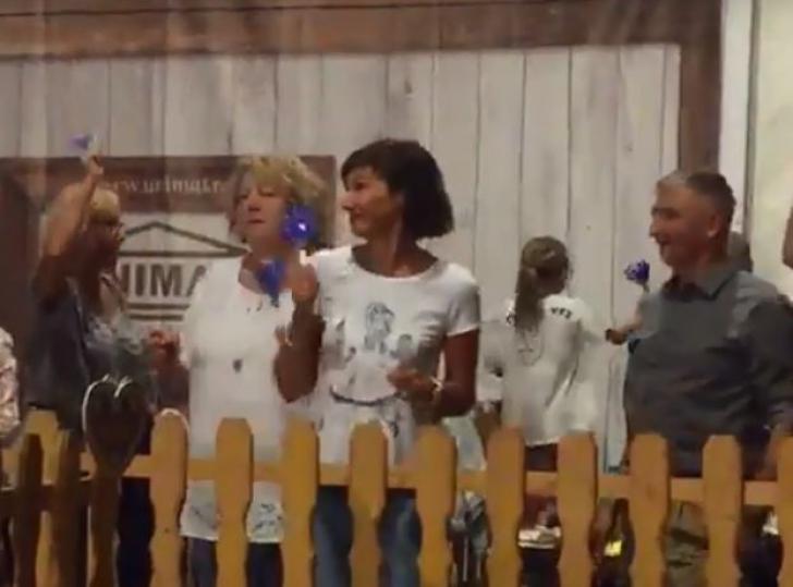 Imagini rare. Carmen Iohannis dansează cu prietenii la un festival din Sibiu