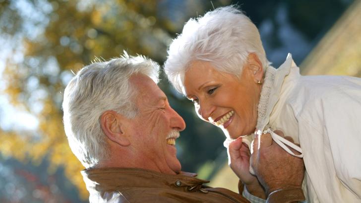 Numărul persoanelor de peste 100 de ani este în creştere, apropiindu-se de 70.000. Cum e posibil