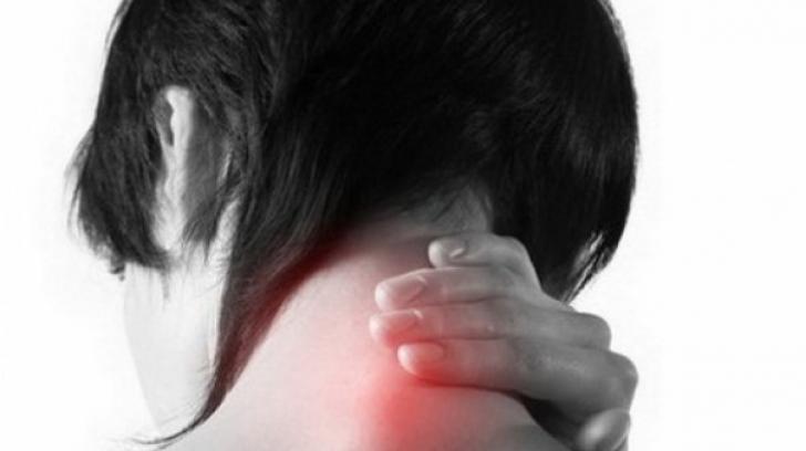 Ce boli pot ascunde durerile de ceafă. Ai mare grijă